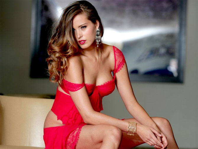women_in_sexy_red (10)