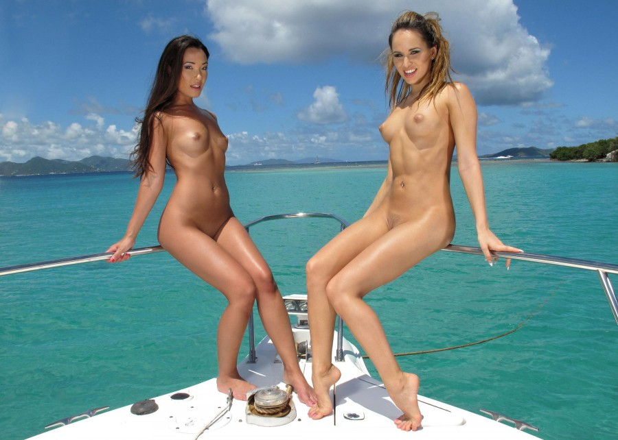 yacht-nude-gals