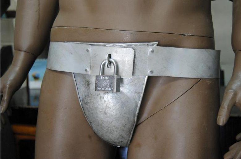 cinturon-de-castidad-masculino