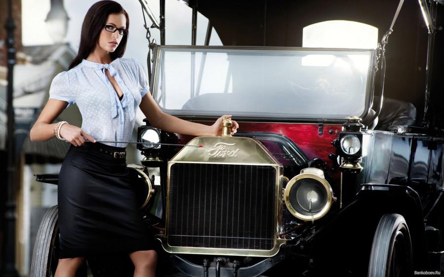 www.GetBg.net__Girl_near_the_car_Ford_055002_
