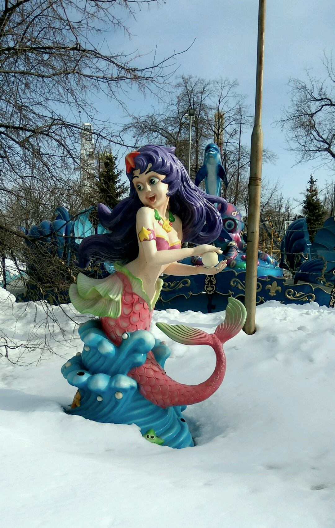 Полуголая баба в снегу...