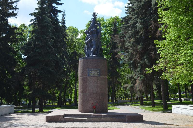 Памятник Борцам революции на Советской площади в Пензе (фото - Симонов Денис).