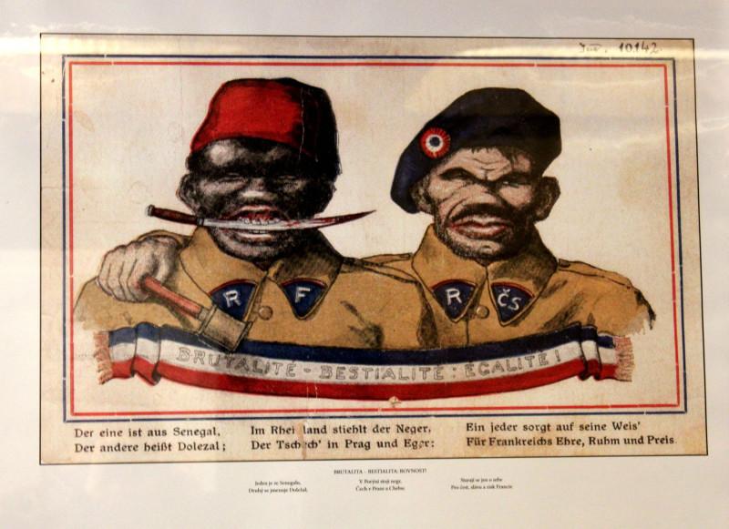 Открытка времён Первой мировой войны, нарисованная немецким врачом и писателем Вильгельмом Рабе с изображением солдат французского и чехословацкого легиона (фото – Александр Баранов).