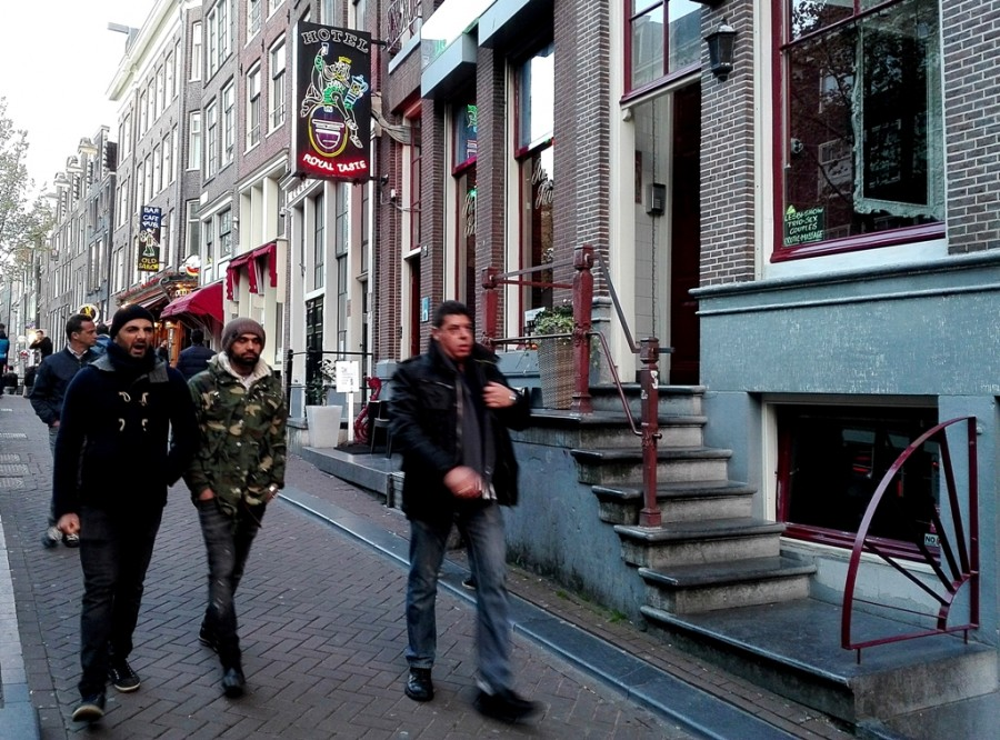В голандии есть порнотеатр видео