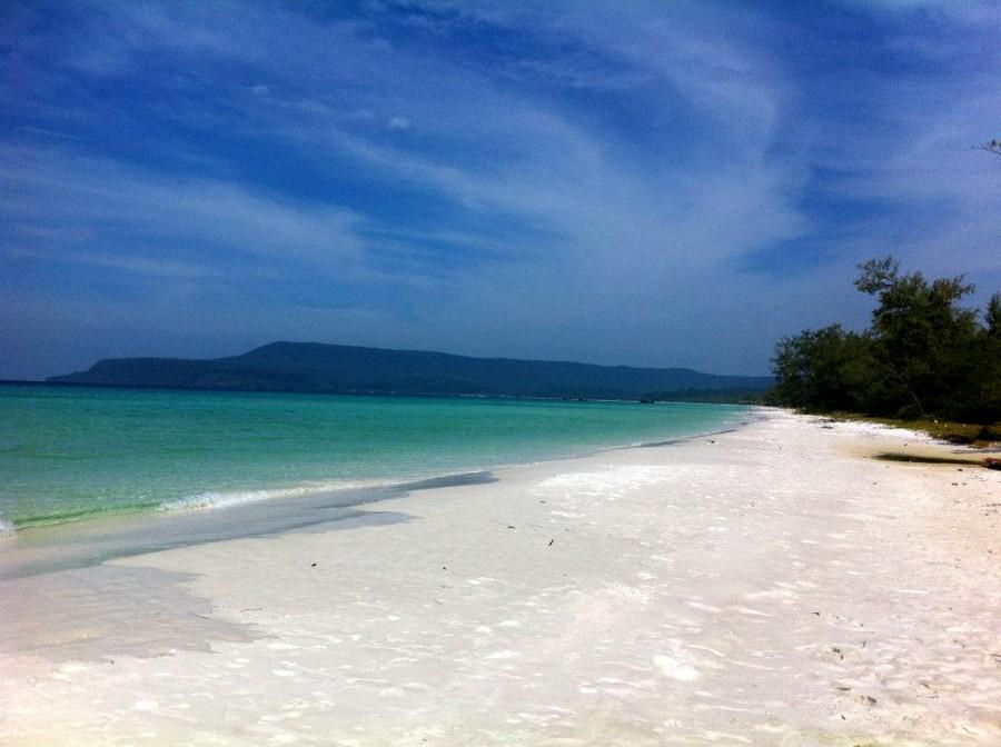 безлюдный 7ми киломентровый пляж в Камбоджде на затерянном острове