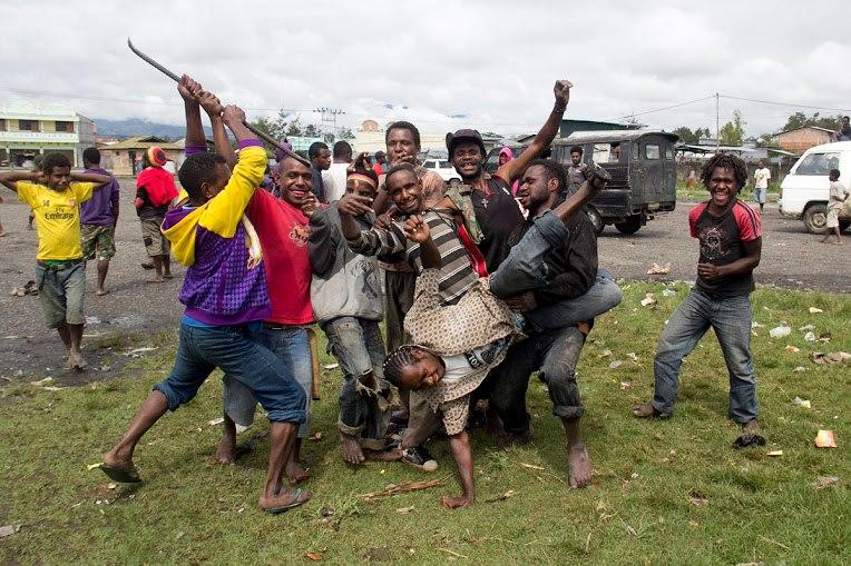 местные жители Папуа