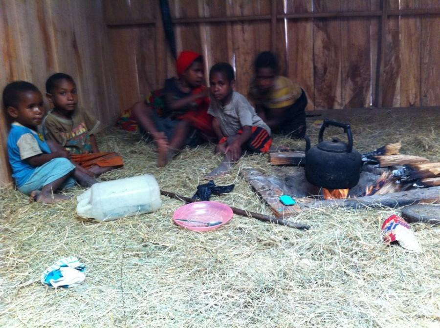 привал у местных в Папуа