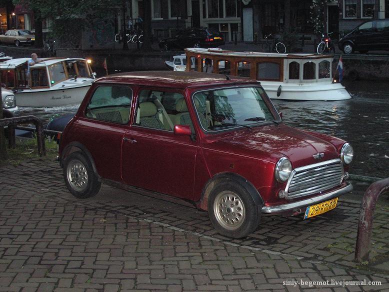 Амстердам, сколько машин было утоплено, когда они учились парковаться на набережных