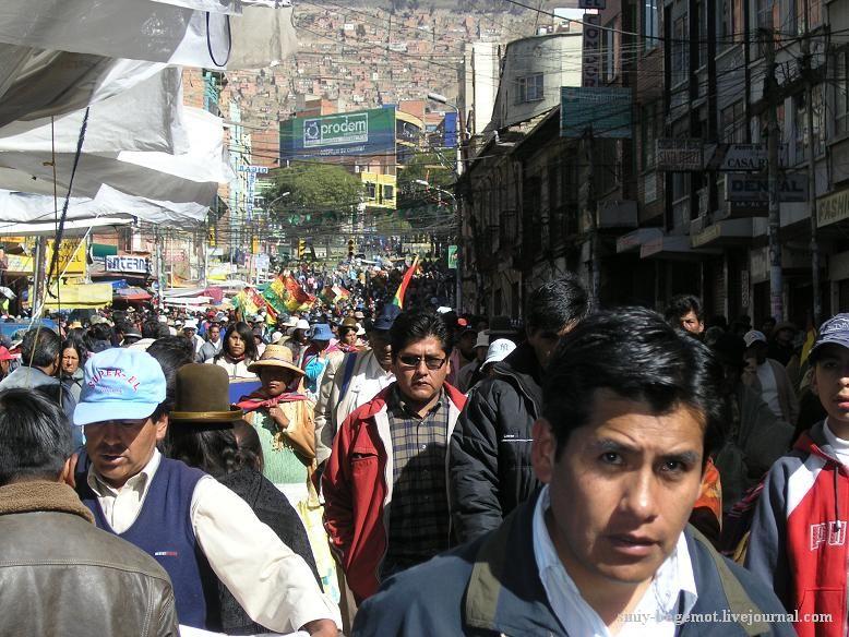 Фото7 Демонстранты вливаются в уличную толпу