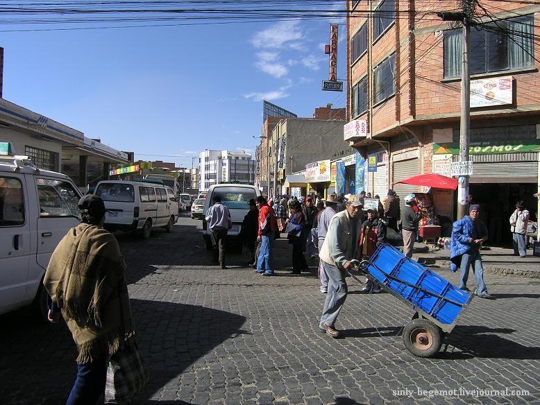 Фото1 У остановки автобусов в Эль-Альто