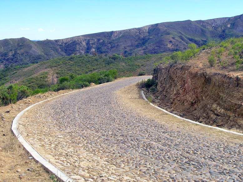 12 ... ведут мощеные извивы dirty road