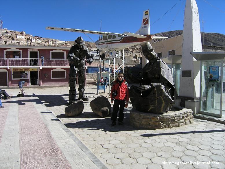 4 Лепят из того, что есть. Таких памятников в Боливии много