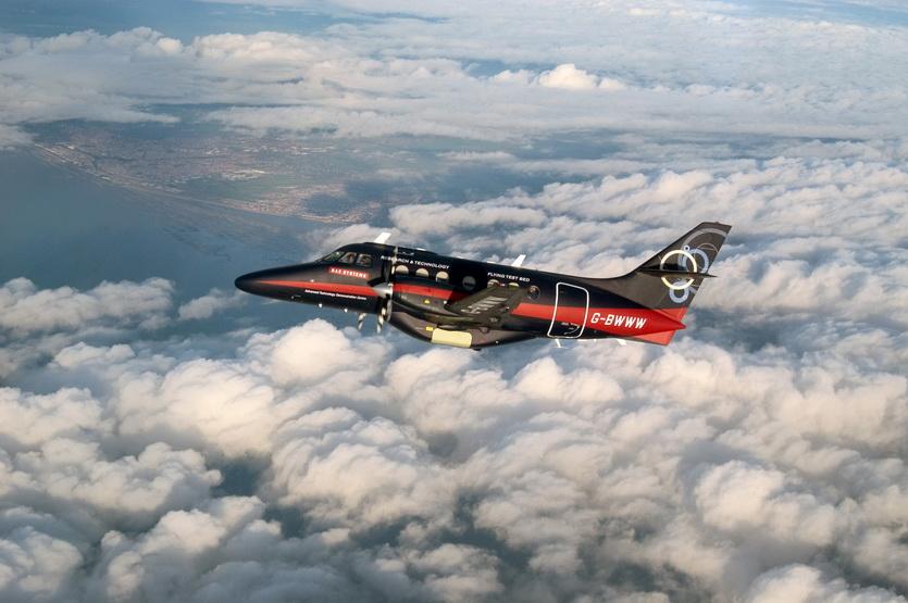 Английский беспилотный самолет в полете