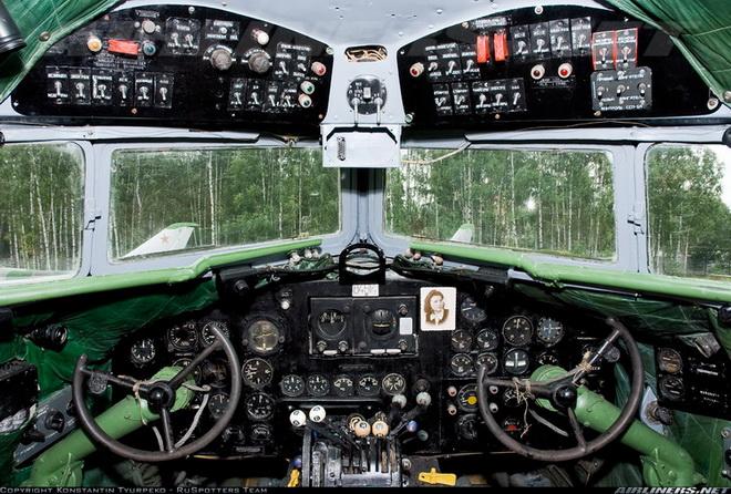 кабина пилотов Ли-2