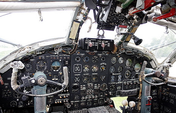 Кабина пилотов Бе-12