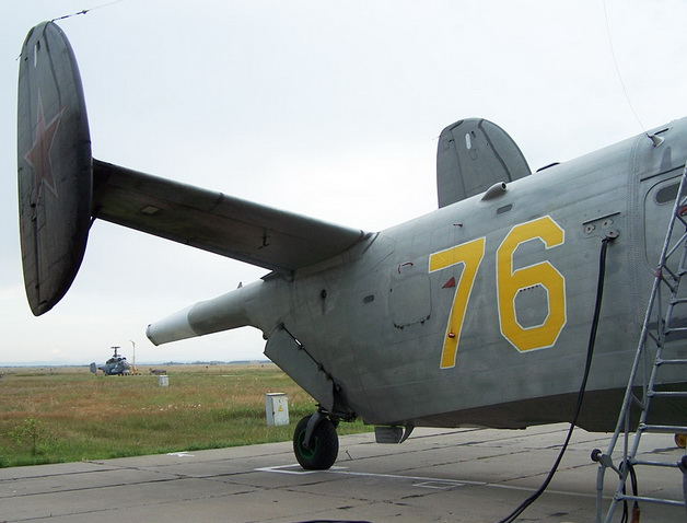 К Бе-12 подключено аэродромное питание