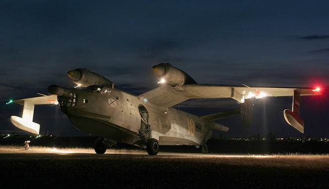 Бе-12 перед ночным вылетом