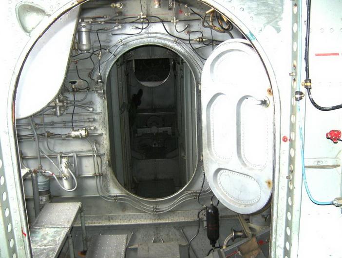 3-й отсек, слева ступеньки от входной двери