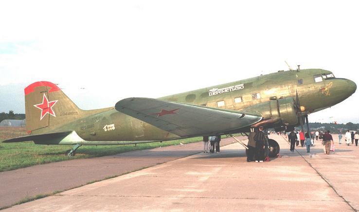 Самолет Ли-2. Домодедово, 2002 год