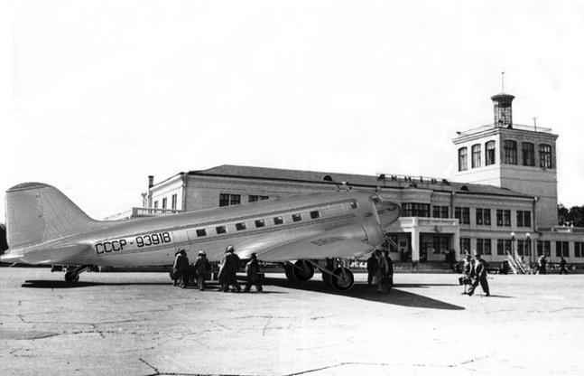 Ли-2 в аэропорту Киев (Жуляны)