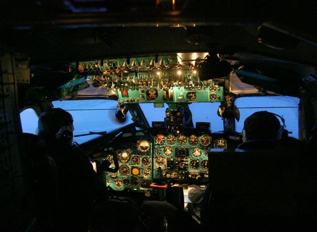 В кабине Ту-134А  в сумерках