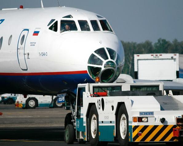 Буксировка Ту-134