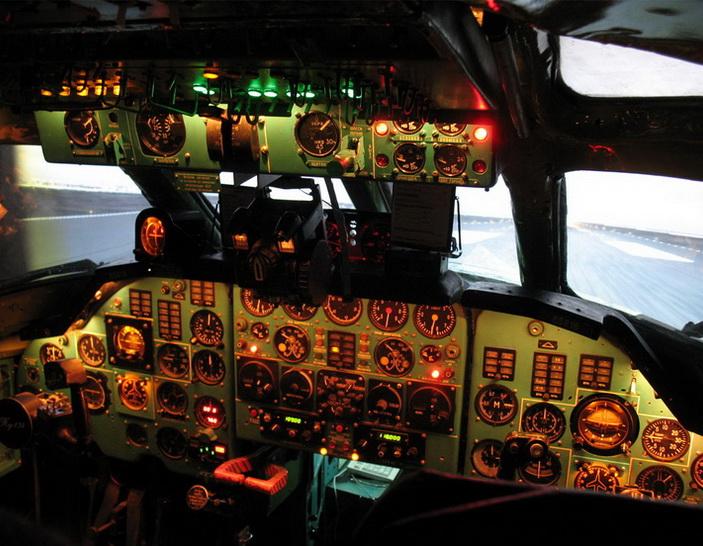 Кабина тренажера Ту-134