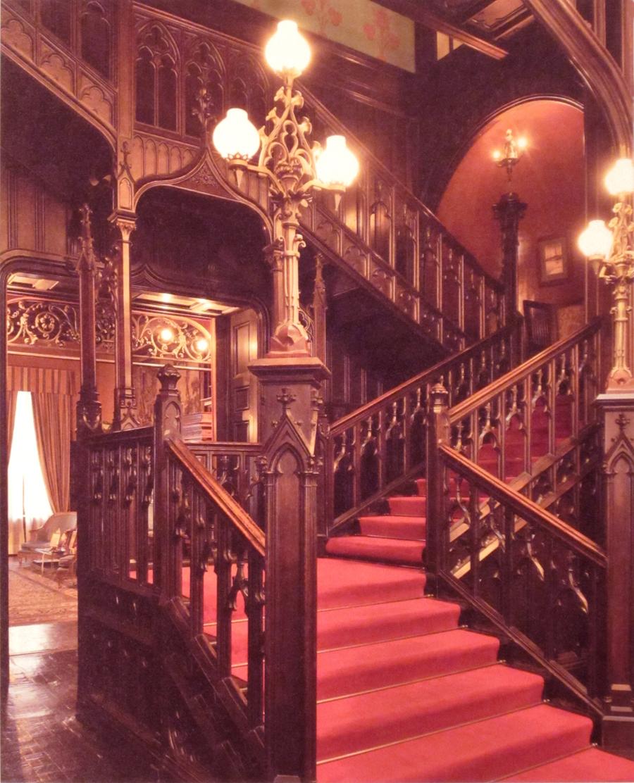 06_Вид из холла на лестницу фЮПальмина