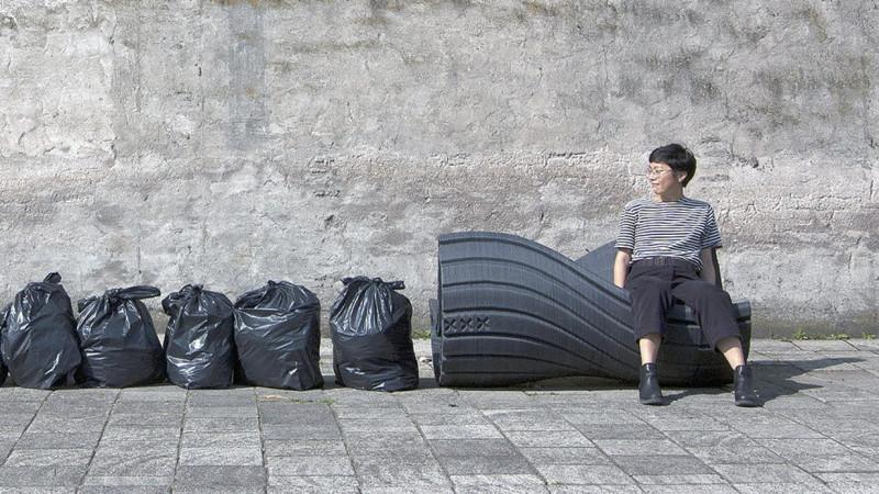 Скамейка, созданная из собранного пластика