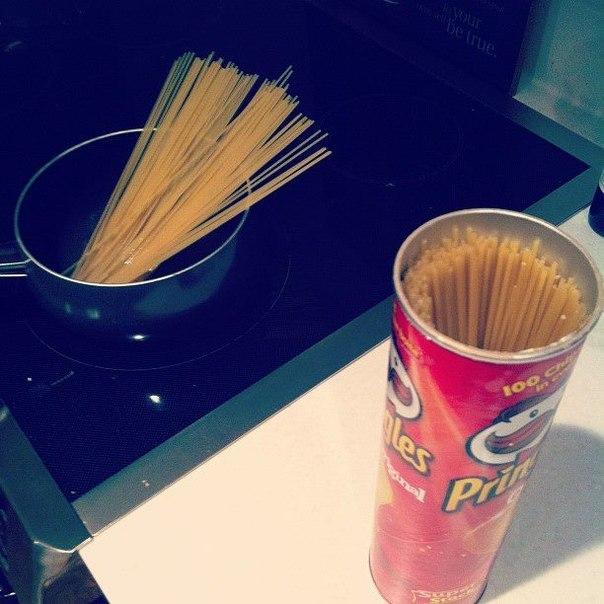 Храните спагетти в пачках-цилиндрах от Принглс