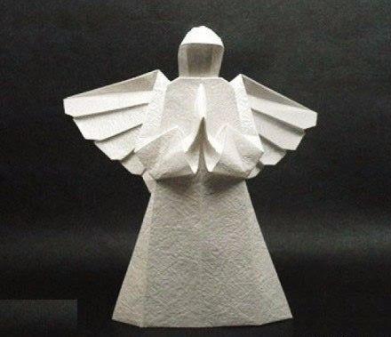 Ангел из бумаги в технике оригами