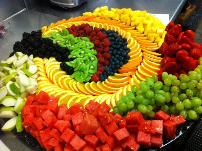 Красивая сервировка стола фруктами4