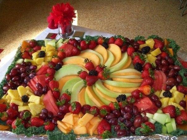 Красивая сервировка стола фруктами3
