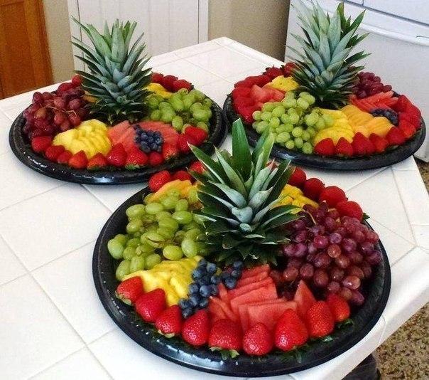 Красивая сервировка стола фруктами