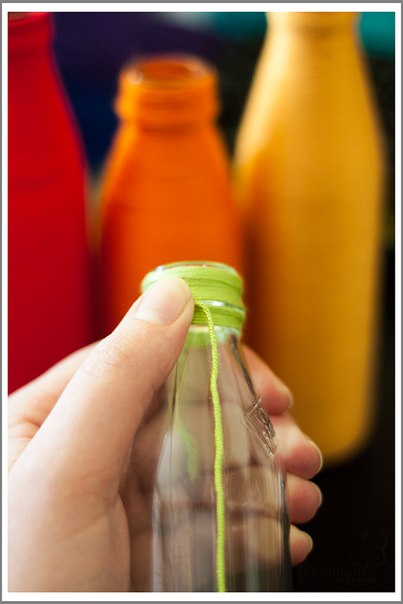 Яркие вазочки из бутылок4