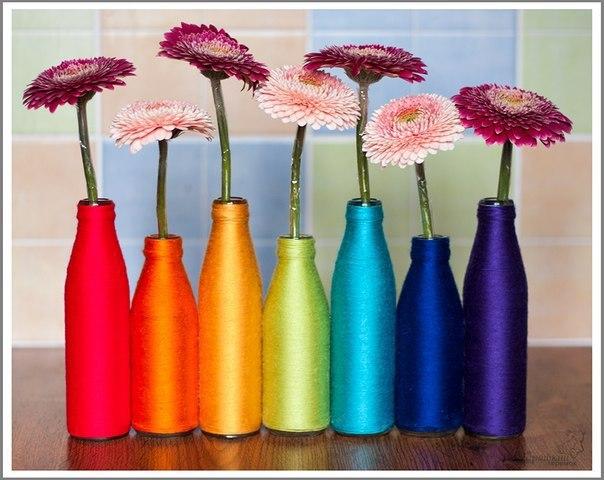 Яркие вазочки из бутылок