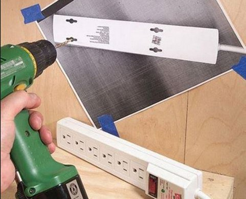 Если вам нужны точные отверстия, используйте ксерокопию задней стенки предмета в качестве шаблона