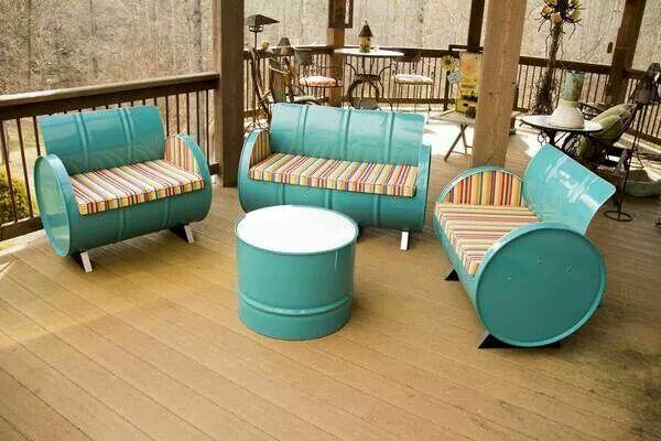 Идея мебели для дачи из старых бочек