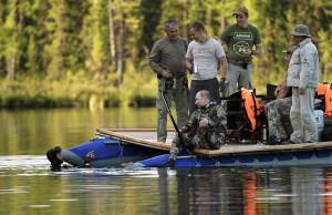 Путин, рак и щука. Владимир Владимирович наконец-то вырвался отдохнуть и пару часов преследовал рыбу