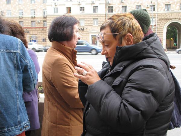 """На переднем плане – журналист радио """"Свобода"""" Вероника Боде"""