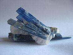 кианит кристаллы