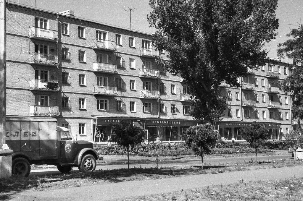 Таганрогские Черёмушки района, Юность, кинотеатр, здание, построили, начале, Дубки, После, пятачке, Позже, произвела, впечатления, никакого, помню, самом, девственный, рощей, прямо, сегодняшней, сравнении