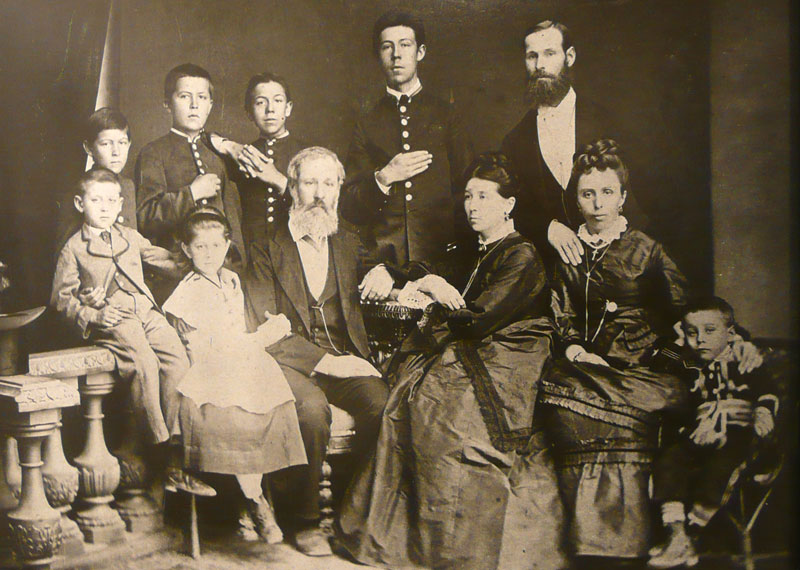 Chekhov_with_family_02X