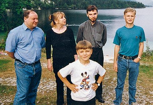 143-27-11Егор Гайдар с сыновьями Петром, Павлом и Иваном