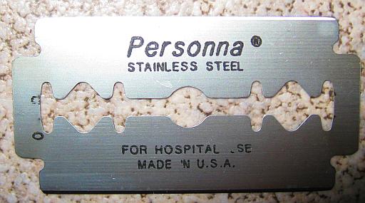 Personna-medical-prep-razor-blade-1