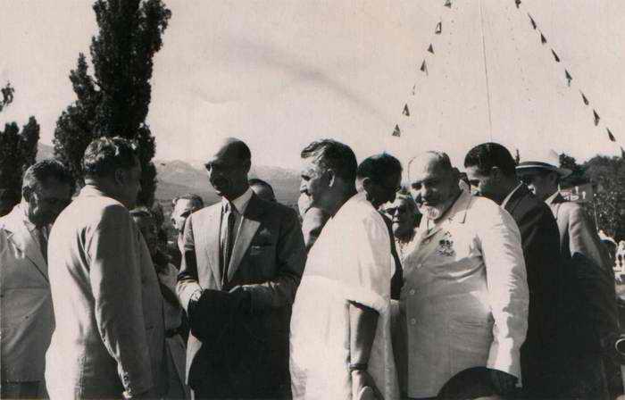 zzzafgani_king01Король Афганистана Мухаммед Захир Шах и дважды Герой Советского Союза С.А.Ковпак а Артеке. 1957 год.