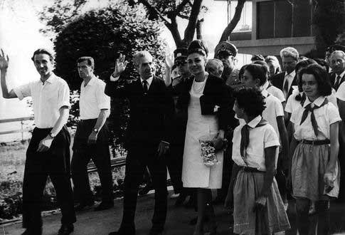 iran_princ_00В 1965 году в Артеке побывала шахиня Ирана Фарах
