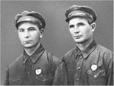 92130-i_011Братья Буденного Леонид и Емельян – командиры конных эскадронов.