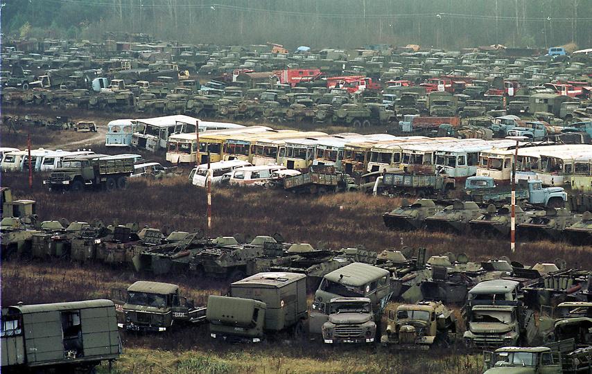 10 ноября 2000 года. Зараженная техника неподалеку от Чернобыля.