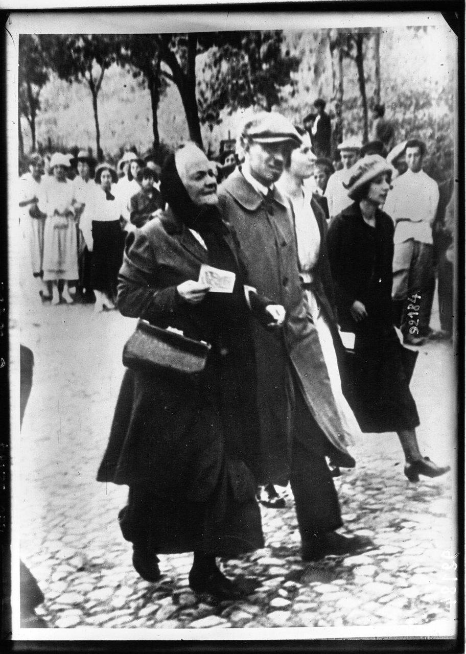 111921 г. Международный коммунистический конгресс в Москве. Клара Цеткин, немецкая коммунистка, идет во главе процессии